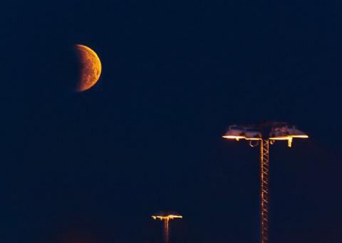 Måneformørkelse, næsten